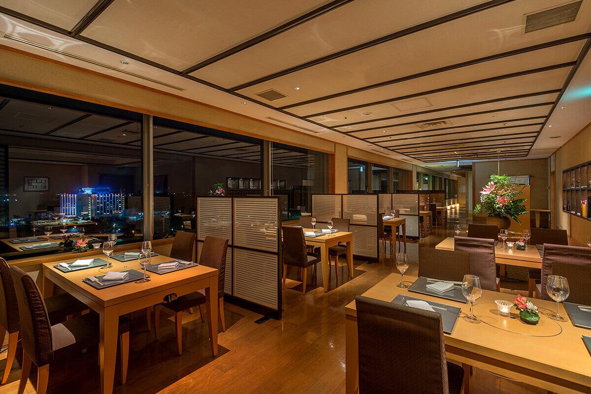 日本料理「あづま」の写真 テーブル席1
