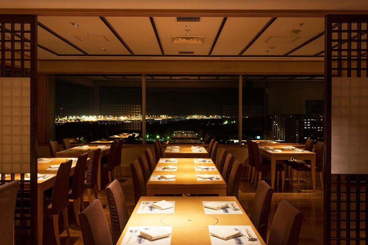 日本料理「あづま」の写真 テーブル席2